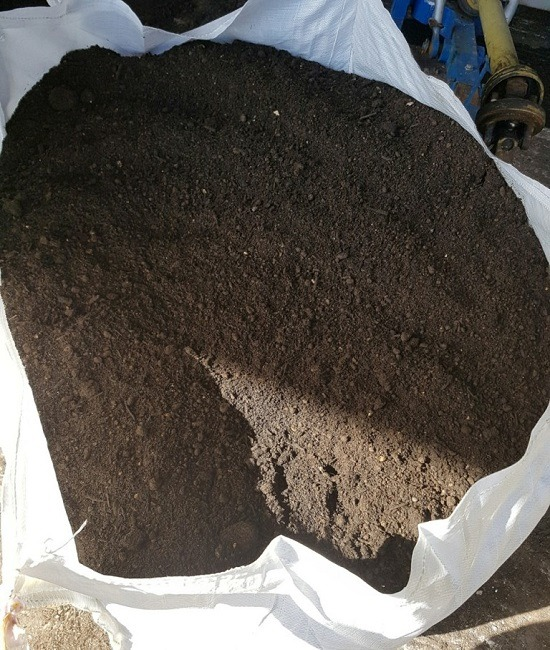 Quality gardening topsoil hampshire soft landscaping for Quality topsoil